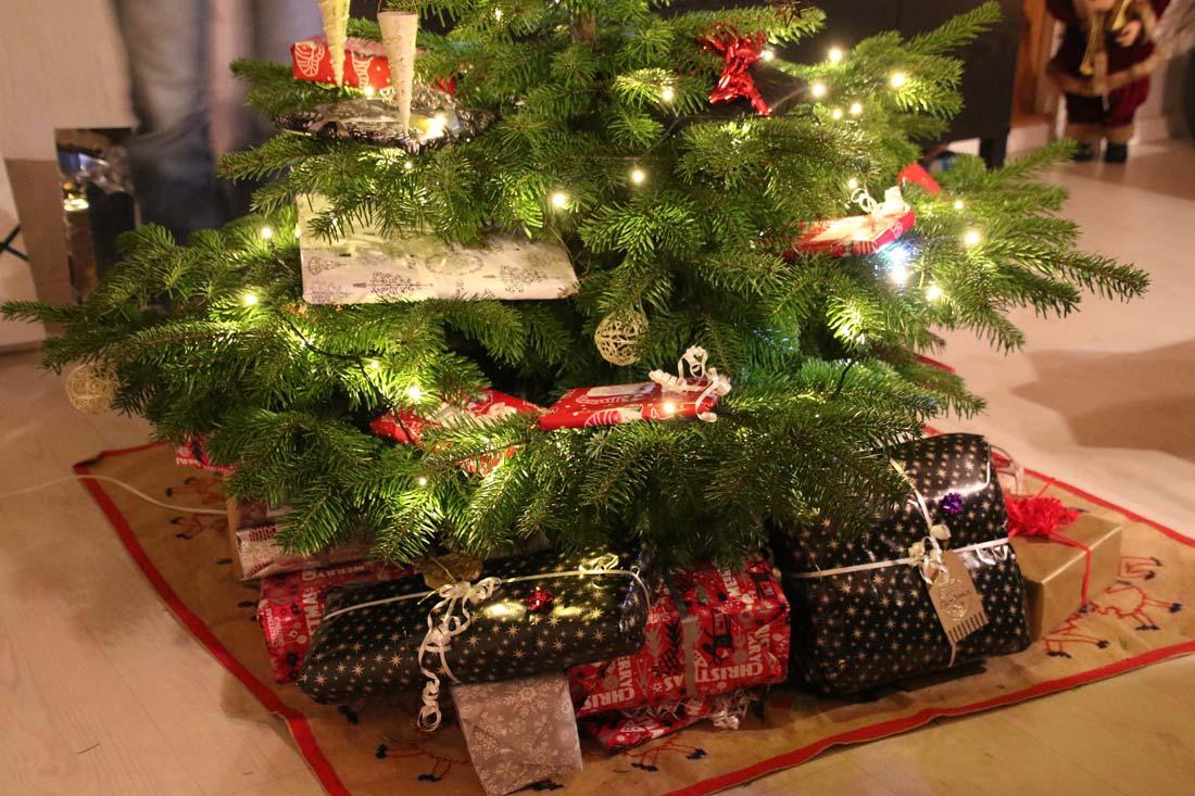 Apertura Regali Di Natale.Quando Aprire I Regali Di Natale Christmasvillageworld Com